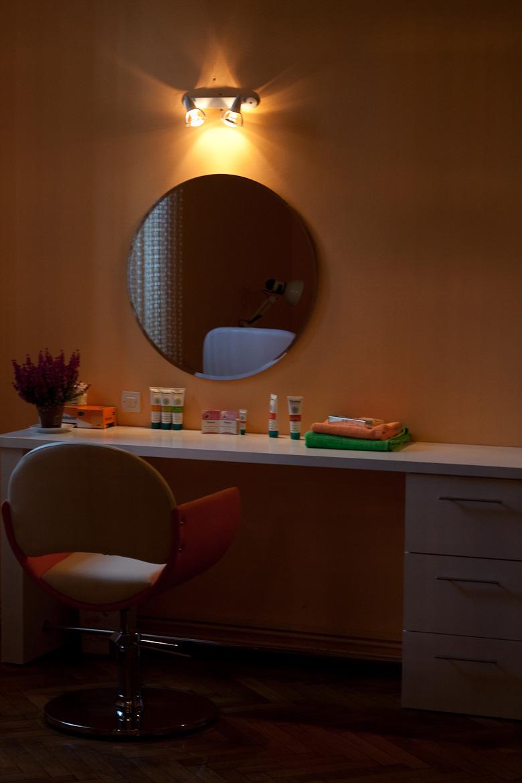 Salon infrumusetare azaleea